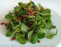 Vogerlsalat mit Speck und Kürbiskernöl
