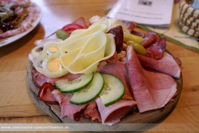 Brettljause das steirische original jause rezepte steirische spezialit ten - Gurken dekorativ schneiden ...