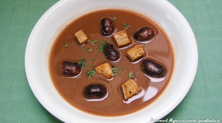 Kräftige Käferbohnensuppe