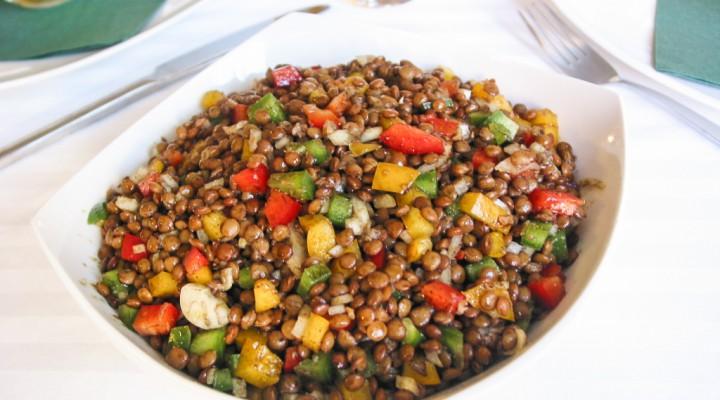 Bunter Linsensalat mit Paprika & Kürbiskernöl