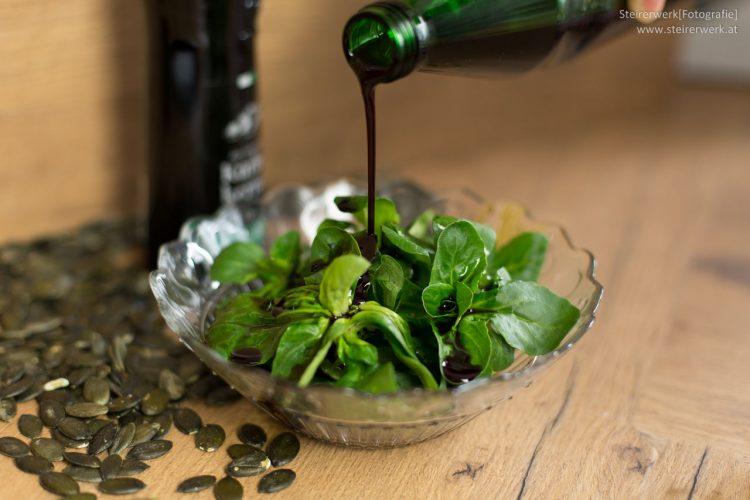 Kürbiskernöl für den Salat