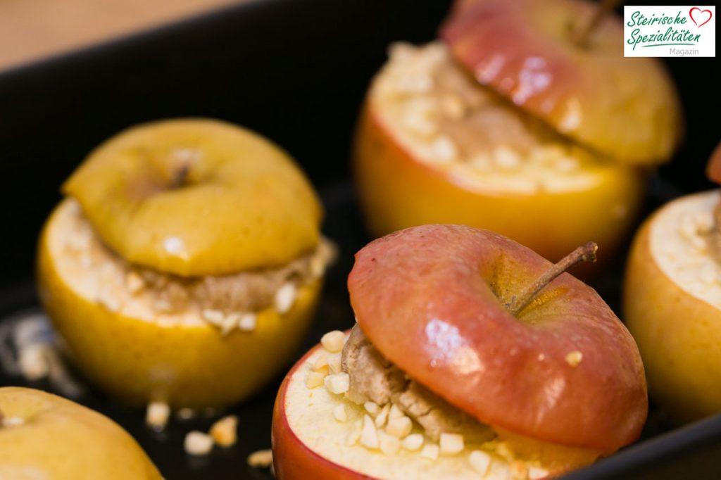Gefüllter Bratapfel aus dem Ofen