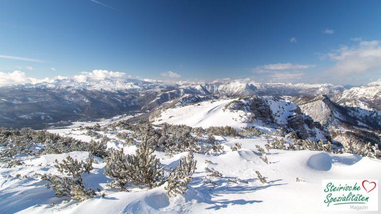 Schneebedeckte Berge in der Steiermark