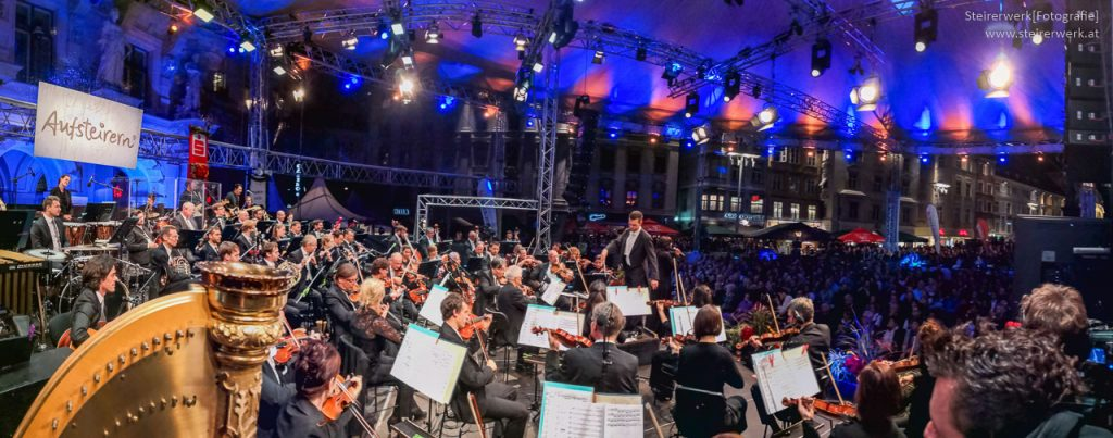 Grazer Philharmonische Orchester mit Conchita