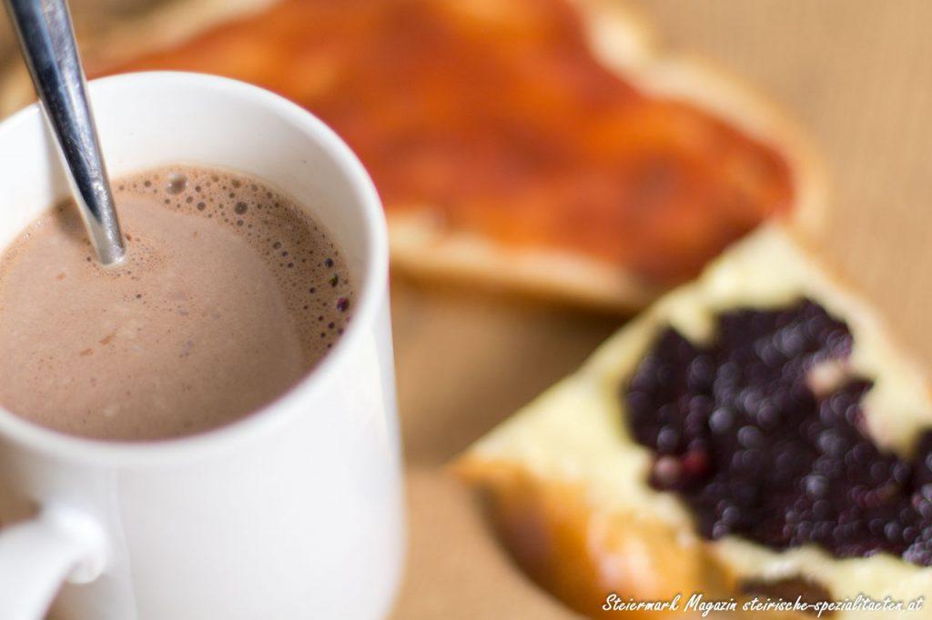 Allerheiligenstriezel mit Marmelade und Kakao