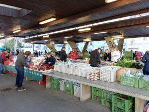 Einkaufen am Bauernmarkt in der Corona-Krise