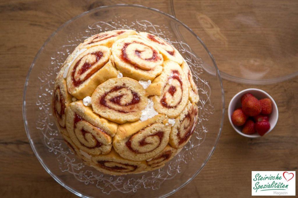Erdbeer-Charlotte mit Holunder Rezept