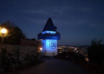 Aussicht bei Nacht auf Graz vom Schloßberg