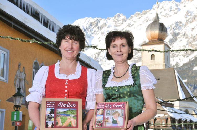 Obfrau Annemarie Stadelmann mit Verkäuferin Waltraud  (rechts)
