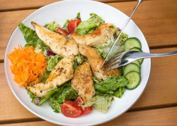 Salat mit Hühnerstreifen Rezept